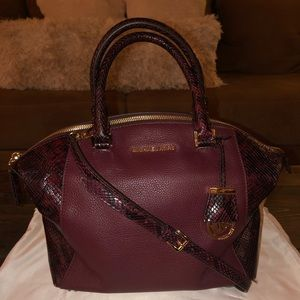 MICHAEL Michael Kors Riley Large Pebble Leather